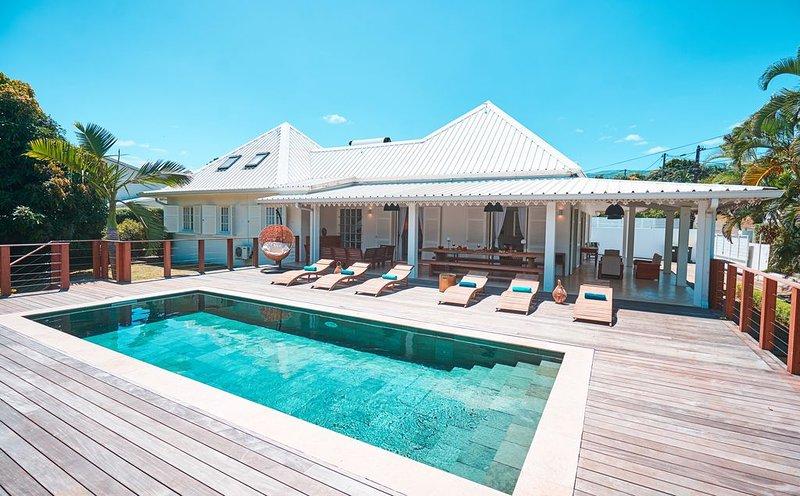 Villa Jasmin et son bel extérieur, location de vacances à Le Tampon