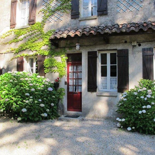 Ancienne magnanerie cévenole entourée de 5 hectares de terrain privé, holiday rental in Saint-Michel-de-Deze