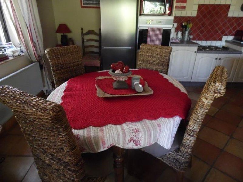 Dans la propriété des 3 Cyprès, vous découvrirez le mazet Ventoux réalisé en mat, casa vacanza a Le Beaucet