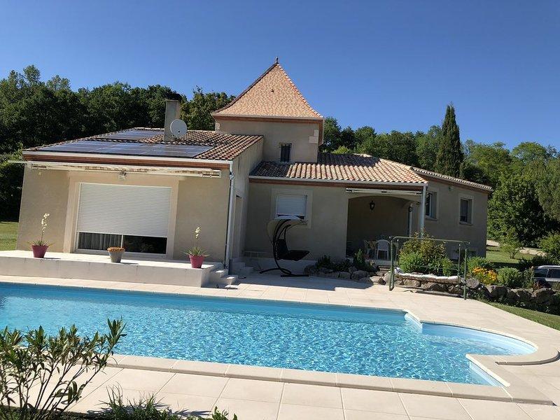 Location Villa spacieuse avec piscine privée sur propriété isolée de 6 000 m2..., aluguéis de temporada em Sainte-Colombe-de-Villeneuve