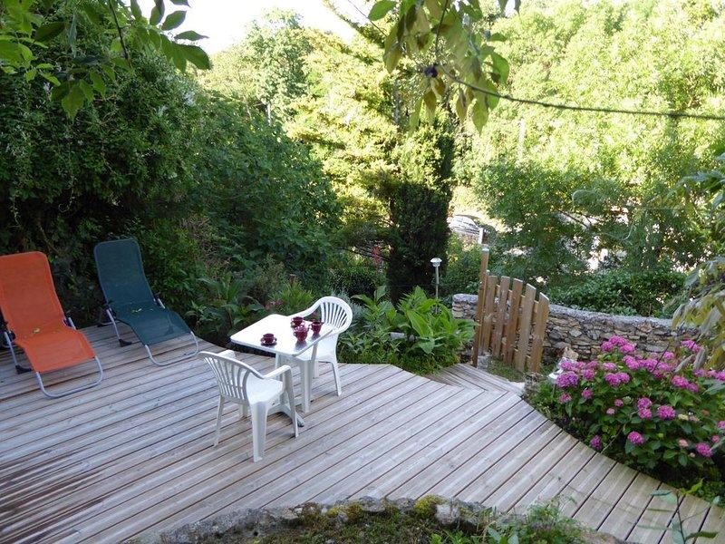 Maison avec terrasse balcon et jardin au coeur du village en pays cathare, alquiler de vacaciones en Les Cammazes