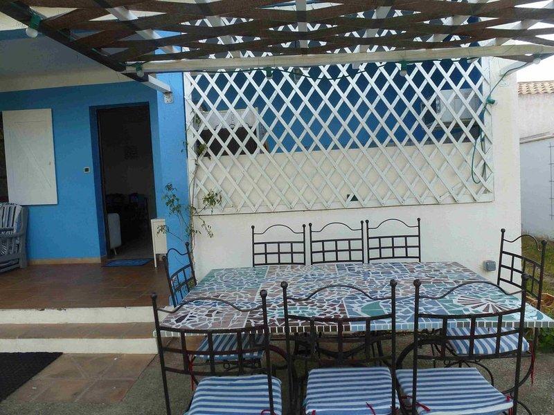 Villa typique dans le centre du Grau d'Agde pour 8 personnes avec jardin, holiday rental in La Tamarissiere