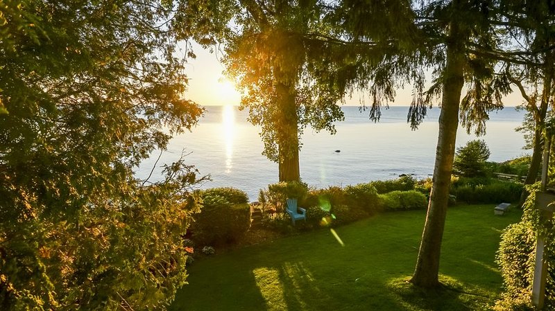 Aquavista Waterfront - Georgian Bay Cottage – semesterbostad i Owen Sound