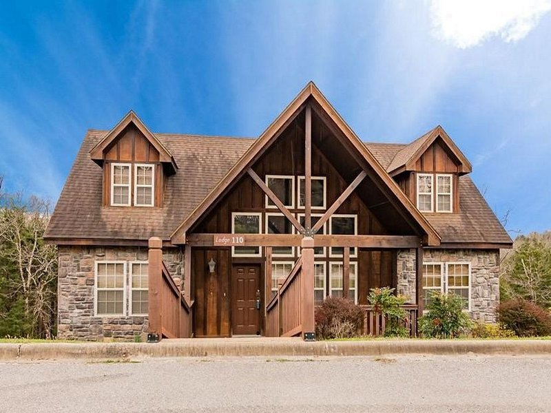 Enjoy the 4 bedroom master suite lodge and make lasting memories!, holiday rental in Branson West