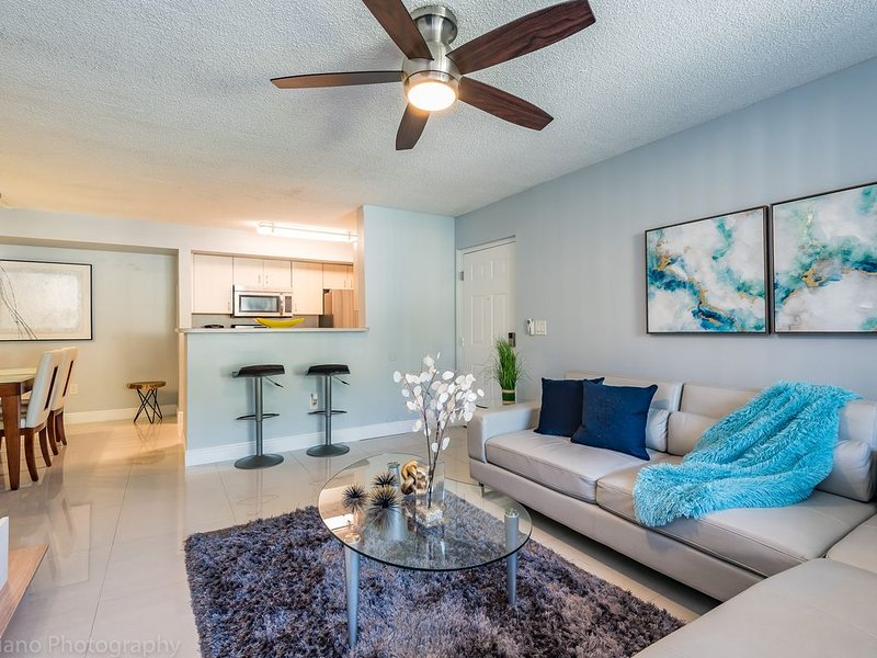 Modern and chic 1B/1B in South Florida near Beach, holiday rental in Miami Lakes
