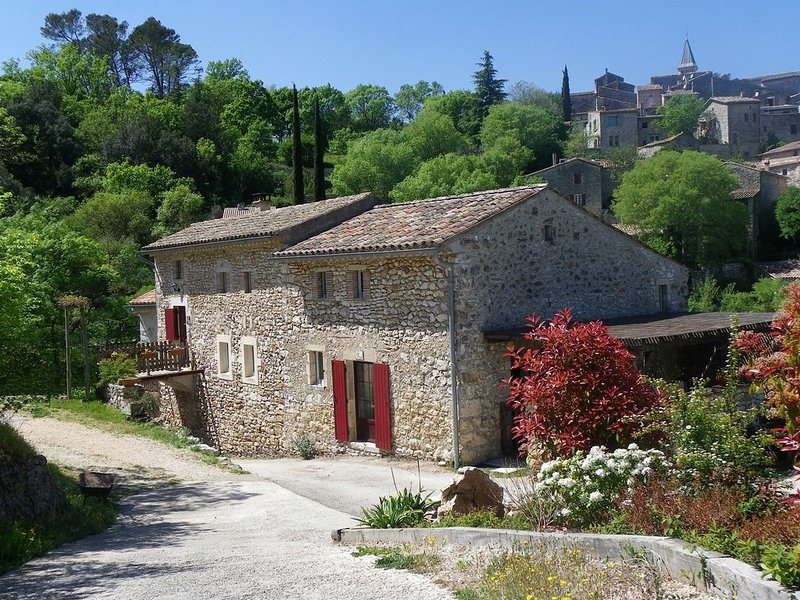 gîte dans village pittoresque bord de Cèze, holiday rental in Mejannes-le-Clap