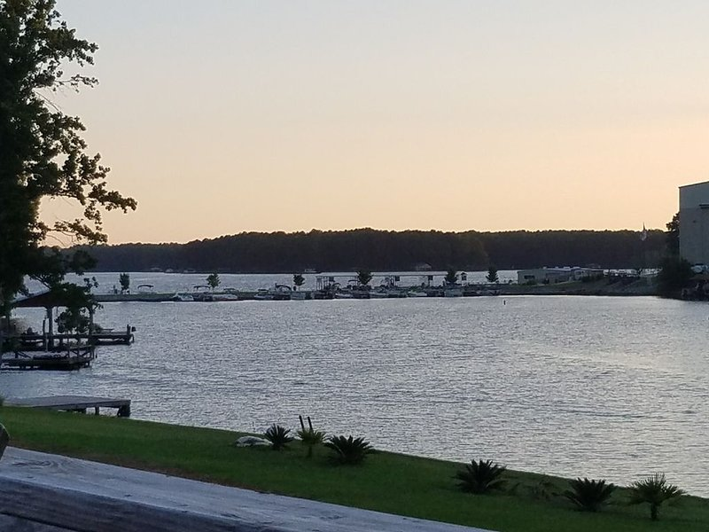 Beautiful Lake Front home., holiday rental in Milledgeville