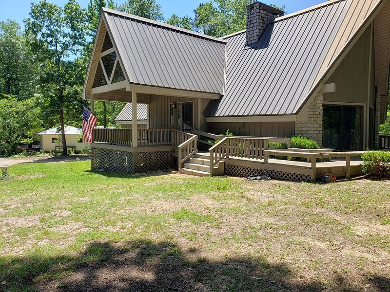 LAKE LIFE AT ITS BEST FOR YOUR GET AWAY, holiday rental in Elmore