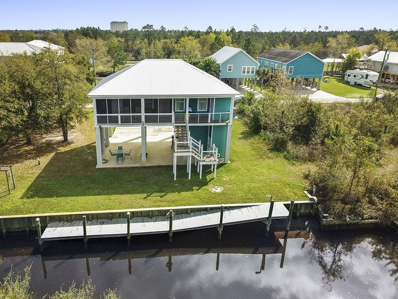 Clean Comfortable Relaxing , 2BD/2ba, Waterfront, Affordable, Bay St. Louis – semesterbostad i Waveland