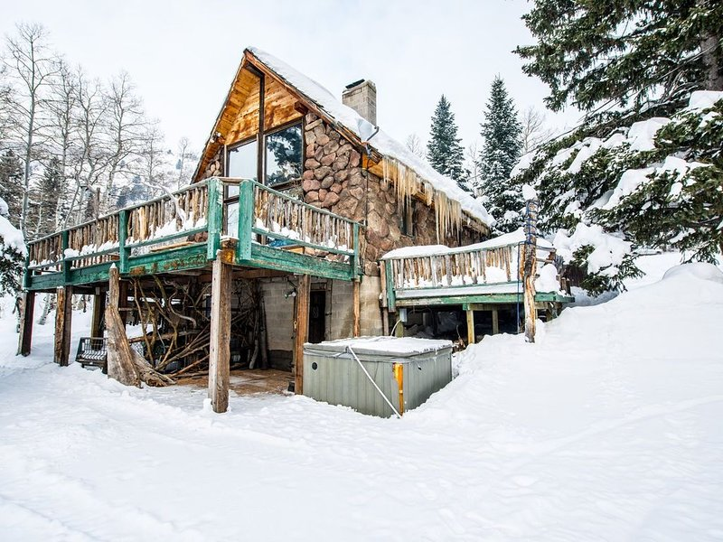 Quiet chalet tucked away in the mountains just outside of Salt Lake city, holiday rental in Solitude