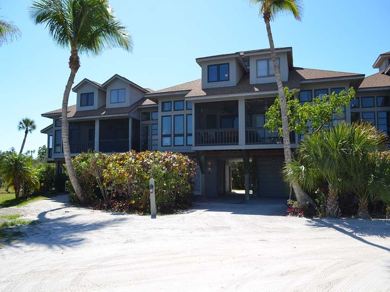 Luxury Home on Private Island with Boat Slip, holiday rental in Pineland
