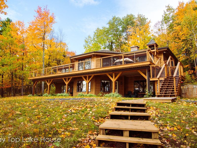 Lake Shore Home on Lake Superior 1 mile from Bayfield, WI -- Bay Top Lake House, vacation rental in Bayfield