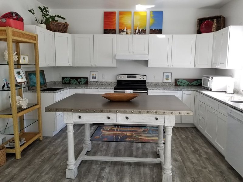 'The Keys Cottage' in the Woods In Irvington, holiday rental in Wake