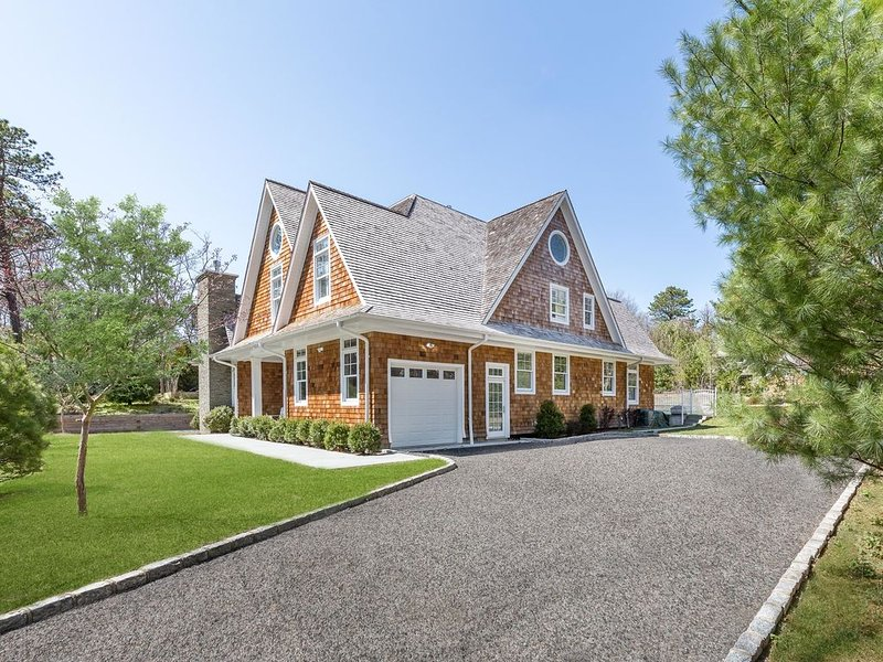 BRAND NEW HOME NEAR TOWN OF EAST HAMPTON!!!, holiday rental in Wainscott
