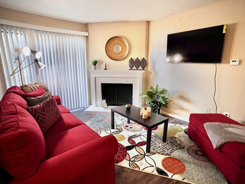 STUDY| WORK| PLAY|STAY- HUMBLE COMMUNITY, vacation rental in Spring