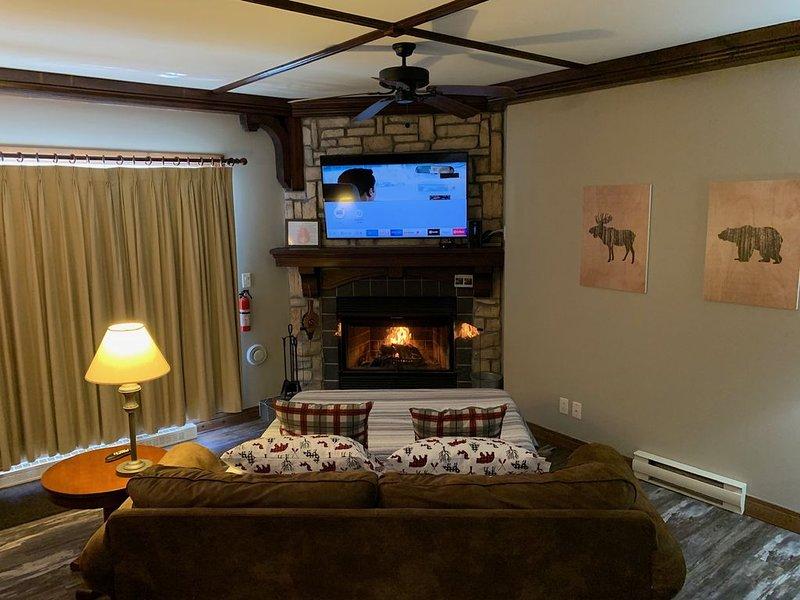 P'tit Bonheur Luxury Condominium with Rustic Style, alquiler de vacaciones en Mont Tremblant