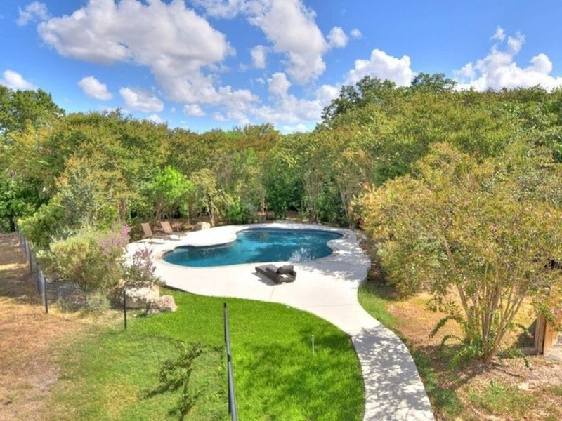 A Tx Hill Country haven,  pool, yard in the midst of Boerne & Comfort town., holiday rental in Sisterdale