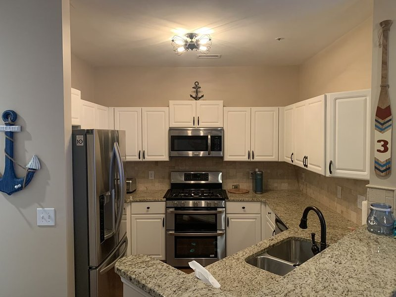 Lake Norman Waterfront Condo in Davidson North Carolina Sleeps up to 6 people!, vacation rental in Huntersville