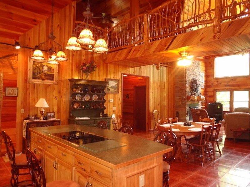 Smoky Mountain Cabin with Hot Tub, alquiler vacacional en Franklin