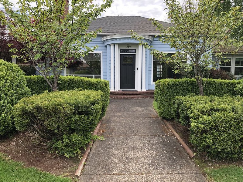 1940s Vintage Home in McMinnville, holiday rental in Yamhill