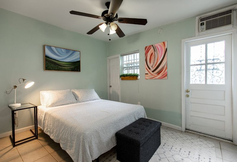 Cozy Studio in the heart of Georgetown, holiday rental in Arlington