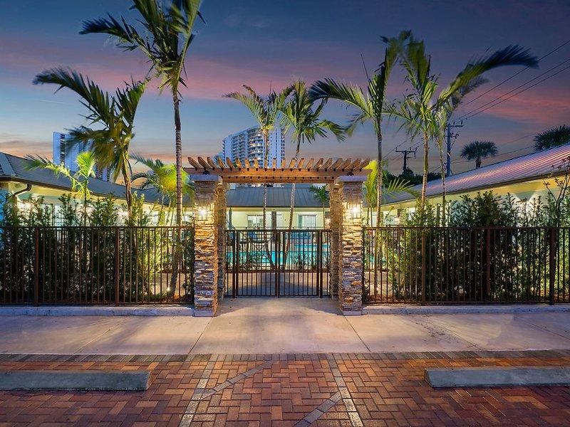 Bermuda Bungalows #2 (Singer Island Tropical Beach Getaway), vacation rental in Singer Island