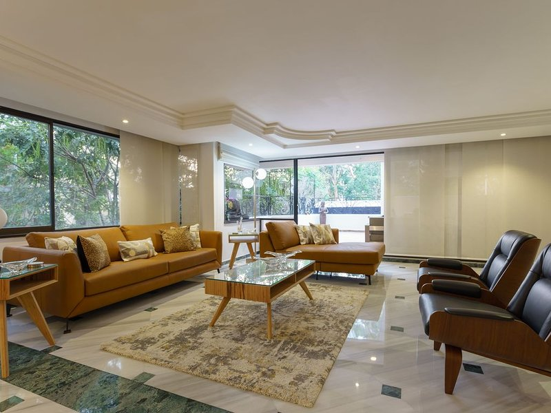 Stunning 3,300 SQ FT Condo Living Space, holiday rental in Santa Elena