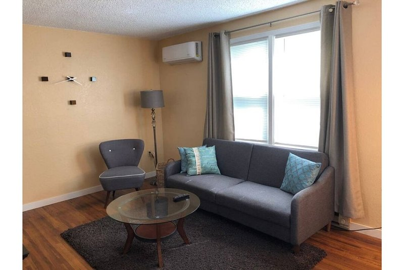 Adorable Finch Arboretum One Bedroom, holiday rental in Cheney
