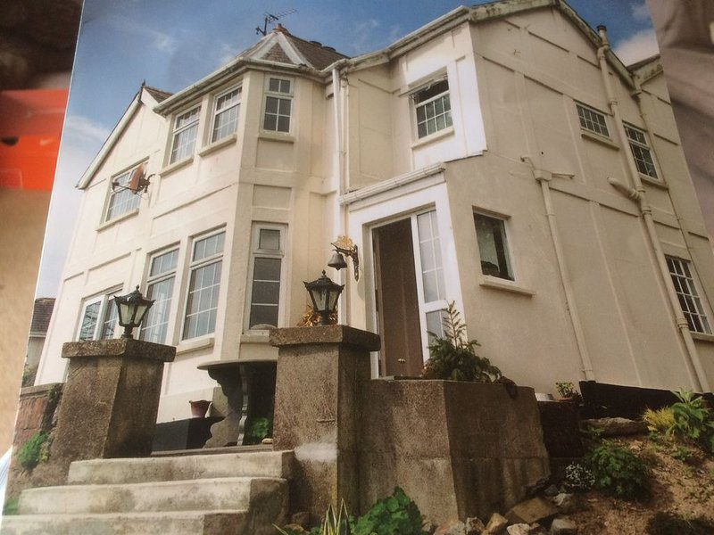 Panoramic Sea Views / Two Storey Detached Residence Private Garden & Parking – semesterbostad i Waterford