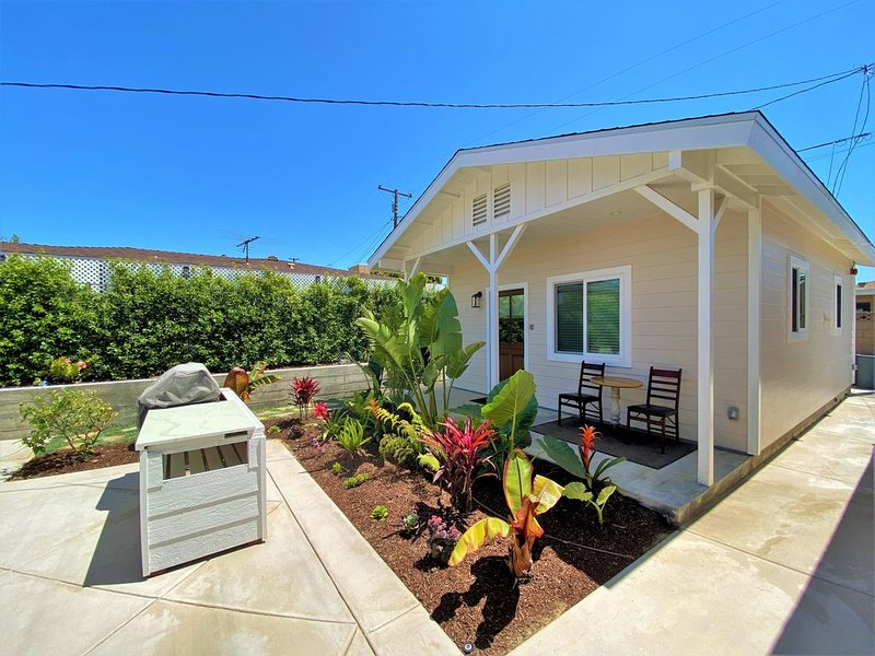 Super Cute Detached Cottage 1 Mile to the Beach!, holiday rental in Gardena
