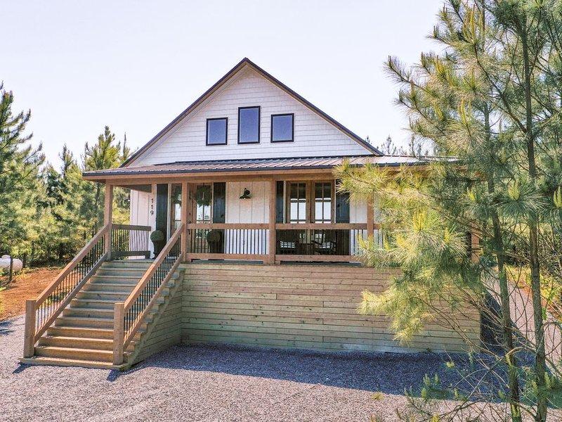 Porch + Pine - Luxury 1 Bedroom Farmhouse Cabin!, holiday rental in Broken Bow