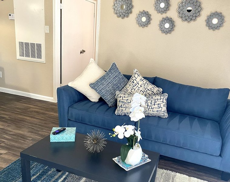 Private Apartment Home|Self Check|FREE WIFI }, holiday rental in Needville