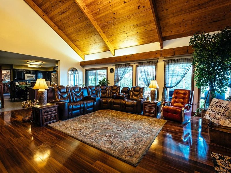 Provides a Lakeview that is spectacular, holiday rental in Russellville