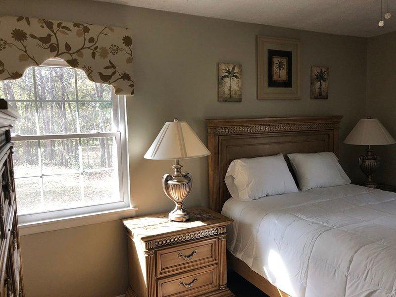 Cozy home near lake!, casa vacanza a Manning