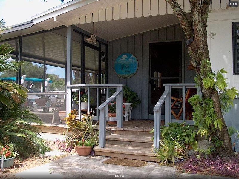 Homosassa Blue Springs Retreat - Family Friendly! - Relax & Enjoy Dock + Kayaks, vacation rental in Homosassa