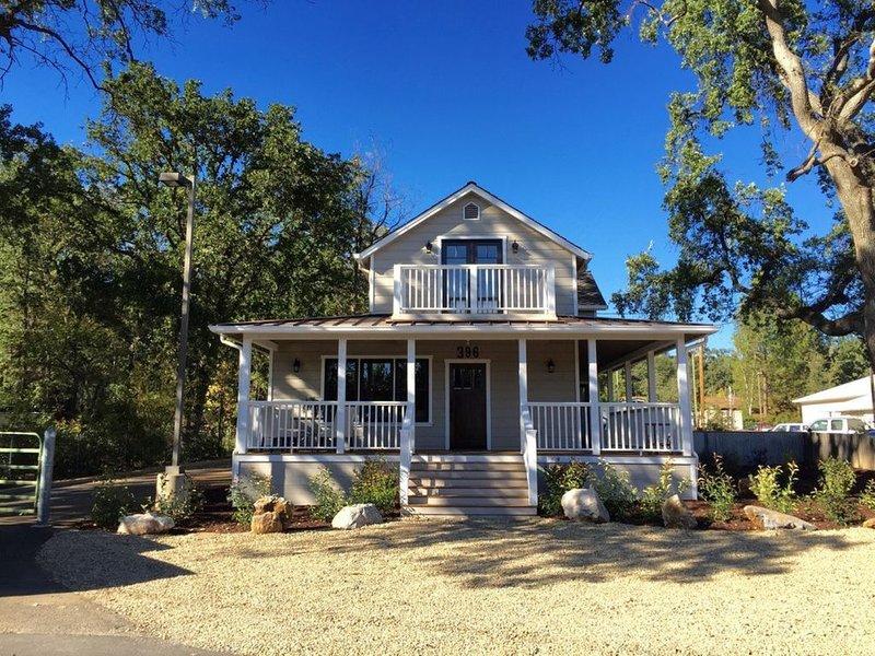 """Downtown Location, Uptown Elegance! Re-Modeled """"Murphys Original School House', alquiler de vacaciones en Calaveras County"""