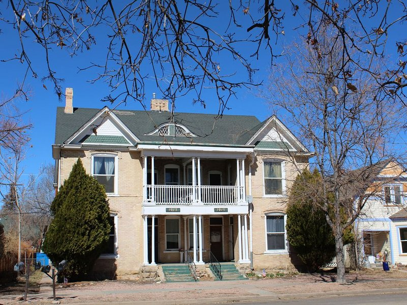 LOOK DEAR LOOK! A  Canon City's  Historic, Victorian Mansion., vacation rental in Canon City