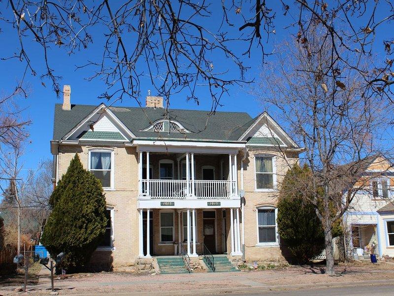 LOOK DEAR LOOK! A  Canon City's  Historic, Victorian Mansion., location de vacances à Canon City