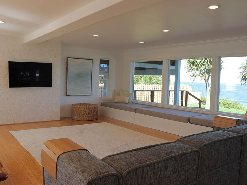 Oceanfront House, Sunset Views, Private Beach Access, New Finishes, State Parks, holiday rental in North Bend