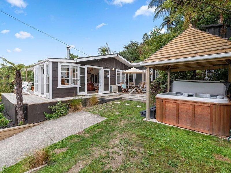 Kiwiana Bach - Lake Tarawera Holiday Home, alquiler vacacional en Lake Tarawera