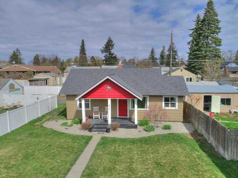 South Hill Charming Craftsman Home, holiday rental in Cheney