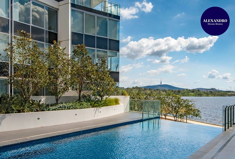 BEAUTIFUL MODERN LAKE VIEW APARTMENT // LUXE HOME, vacation rental in Phillip