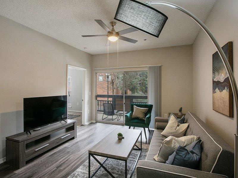 Modern 2-Bedroom Suite in Perimeter Center, holiday rental in Norcross