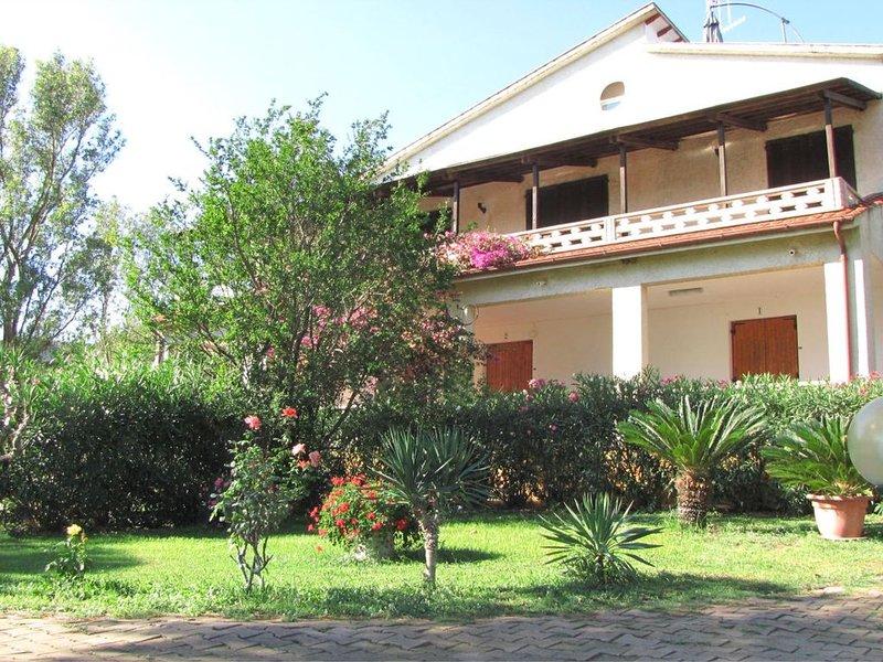 Trilocale 13 Residence Villa Conti con terrazzo, vacation rental in Lacona