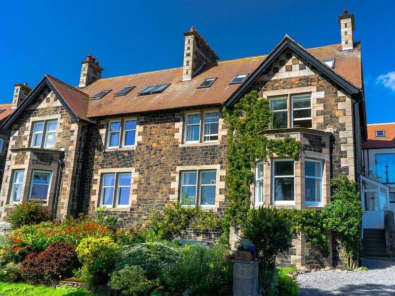 Whinstones at 4 The Villas, EMBLETON, holiday rental in Craster