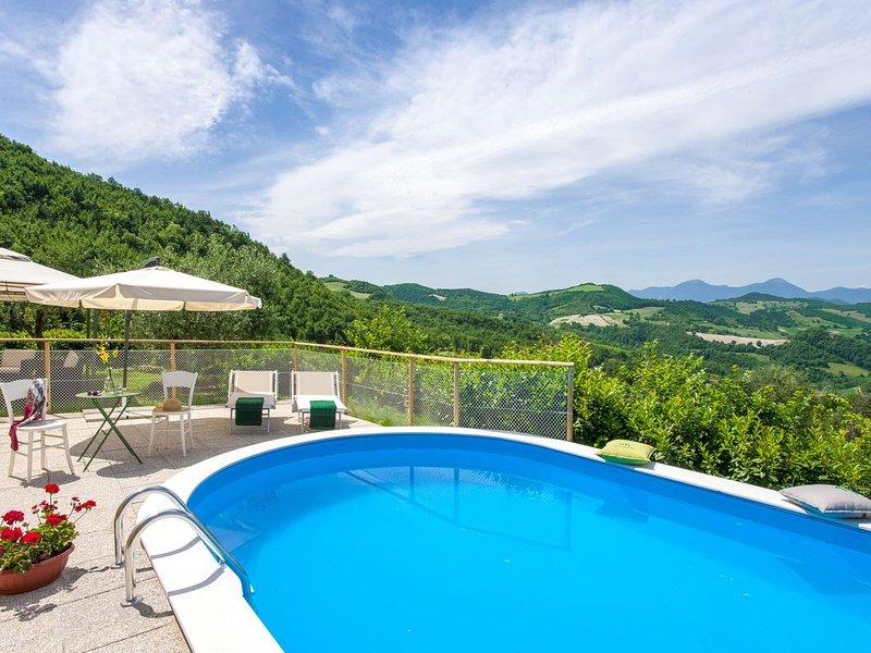 Breathtaking Villa in Pergola with Private Swimming Pool, aluguéis de temporada em Pergola
