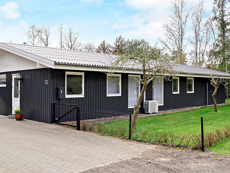 Modern Holiday Home in Rodby Denmark with Terrace, location de vacances à Roedby