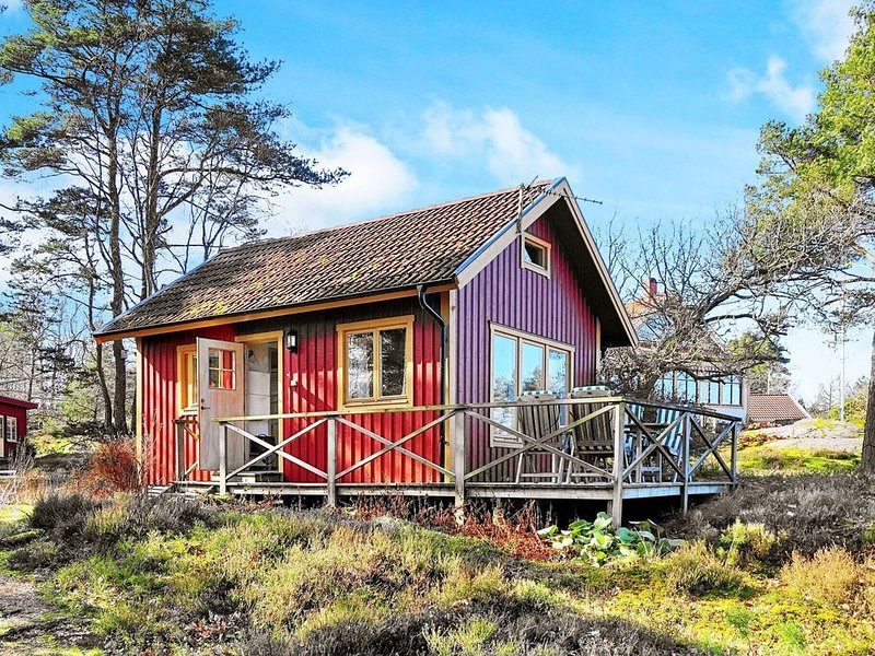4 person holiday home in ELLÖS, location de vacances à Halleviksstrand