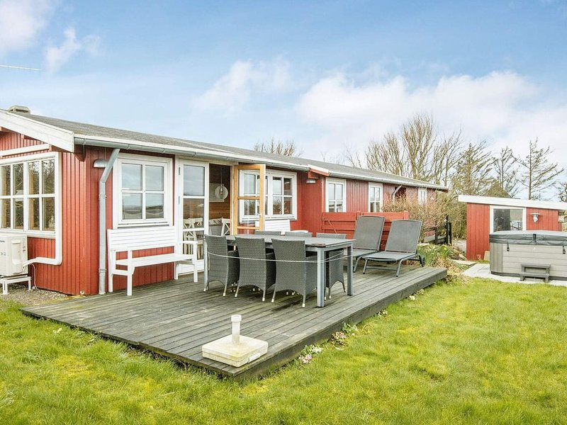 Gorgeous Holiday Home in Lemvig with Terrace, location de vacances à Ydby