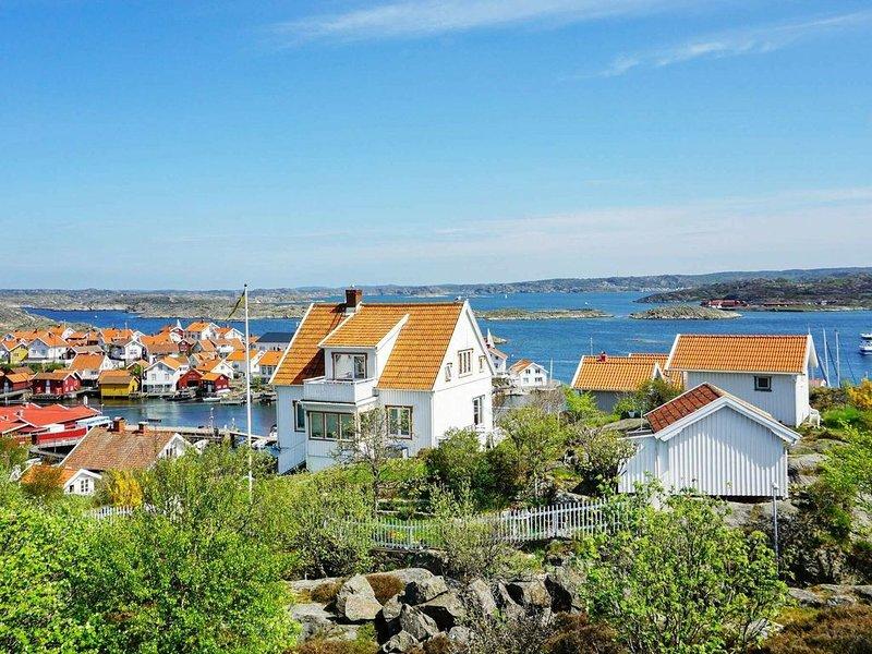 3 person holiday home in Gullholmen – semesterbostad i Halleviksstrand